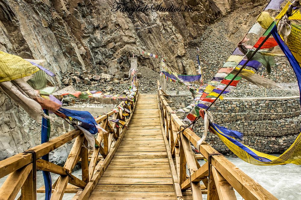 A wooden bridge between Leh and Kargil (The Zanskar Odyssey travelogue)