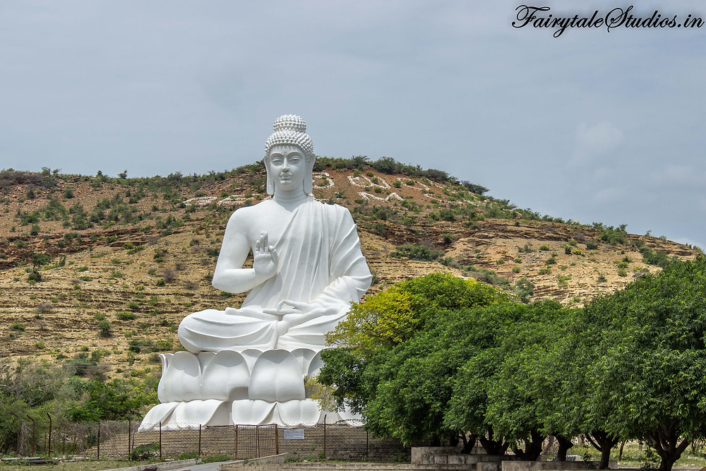 The Buddha statue outside Belum Caves