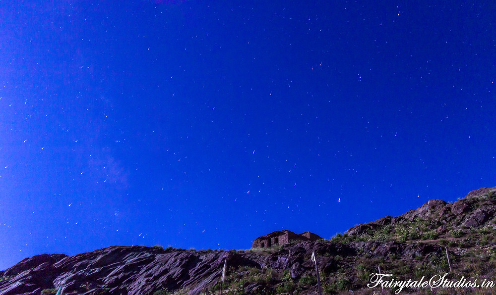 A small house on top of the hill in Rangdum under a sky full of stars (The Zanskar Odyssey Travelogue)