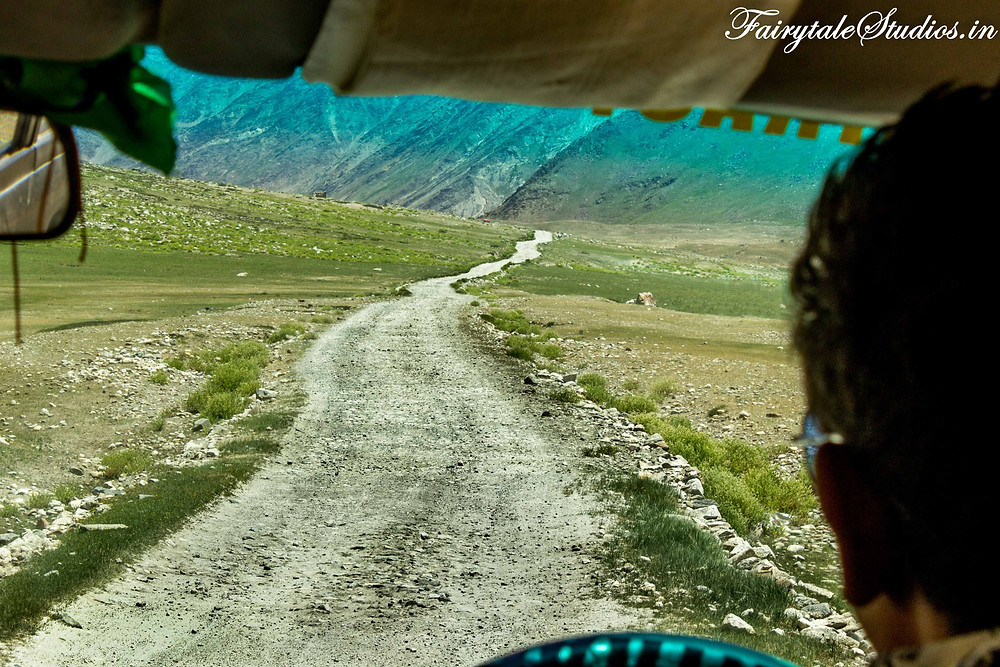 The last stretch of unmetalled road on the way to Rangdum (The Zanskar Odyssey Travelogue)