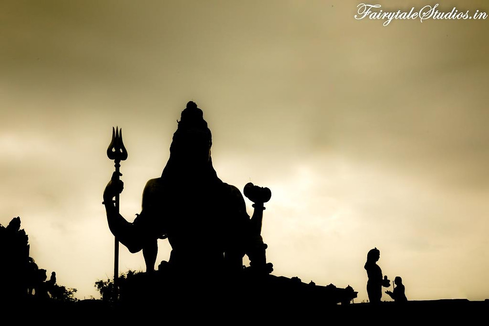 Lord Shiva statue along with Ravana and disguised Ganesha as silhouettes