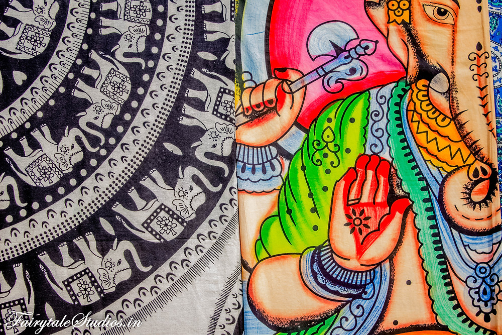 Lovely design on a bedsheet in Hampi bazaar
