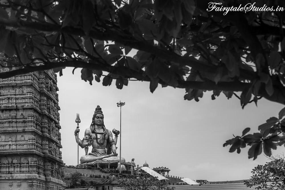 Lord Shiva's statue with Gopuram on left in Murudeshwar