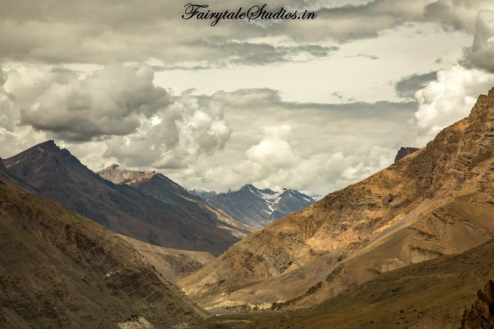The barren mountains of Spiti Valley_Plan your trip to Spiti Valley