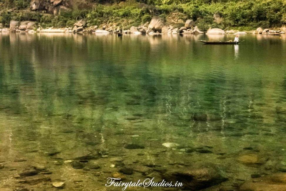 River at Shnongpdeng_Umngot river_Meghalaya Odyssey_Fairytale Photo blogs (5)
