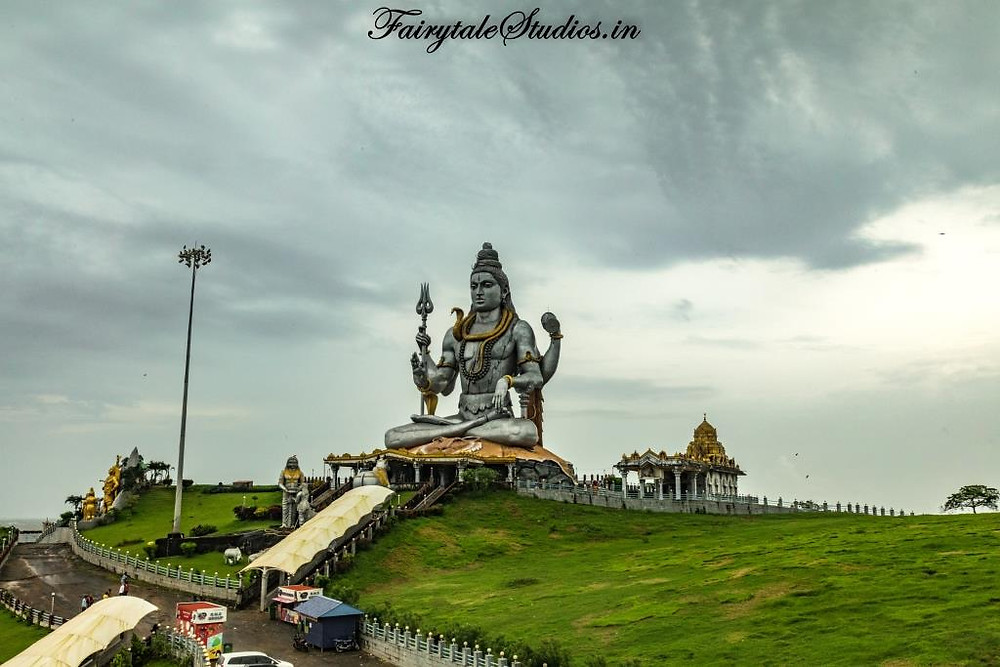 The second tallest statue of Lord Shiva is a major attraction in Murudeshwar