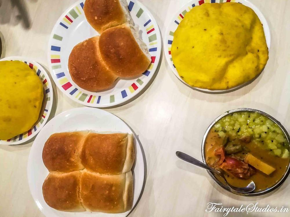 Local Goan breakfast at Cafe Bhonsle, Panjim, Goa