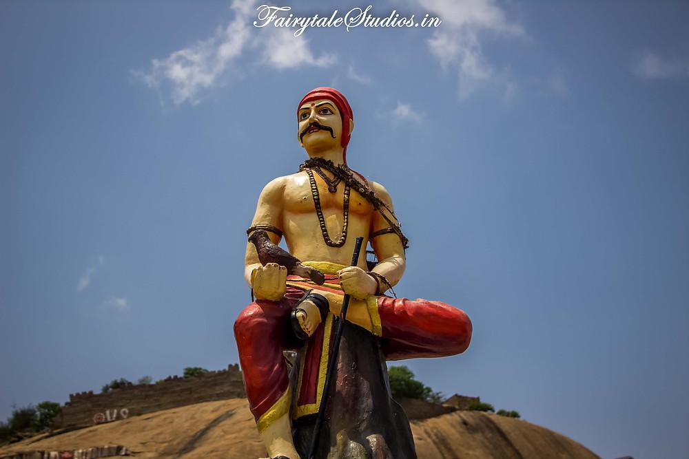Statue of Sardar Sarvai Panappa at the entrance of Bhongir Fort