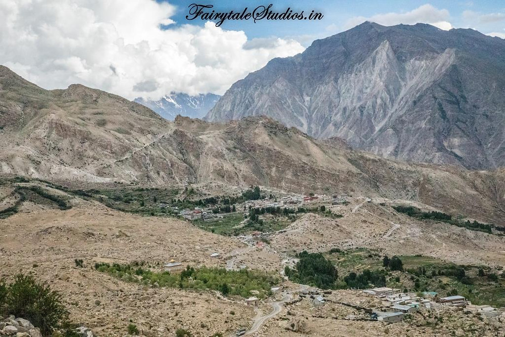 Green patches in between barren mountains in Spiti Valley, India_Introduction to Spiti Valley