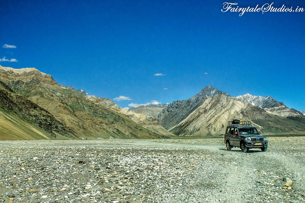 Flatlands full of stones where the road is hardly visible (The Zanskar Odyssey Travelogue)