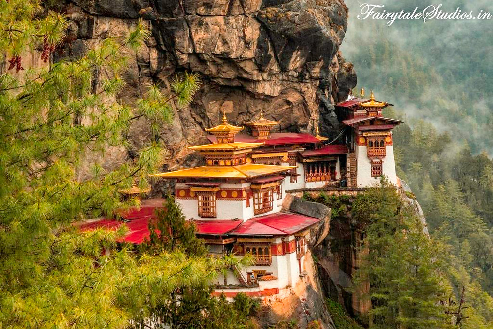 First glimpse upclose from the view point on Taktsang trail