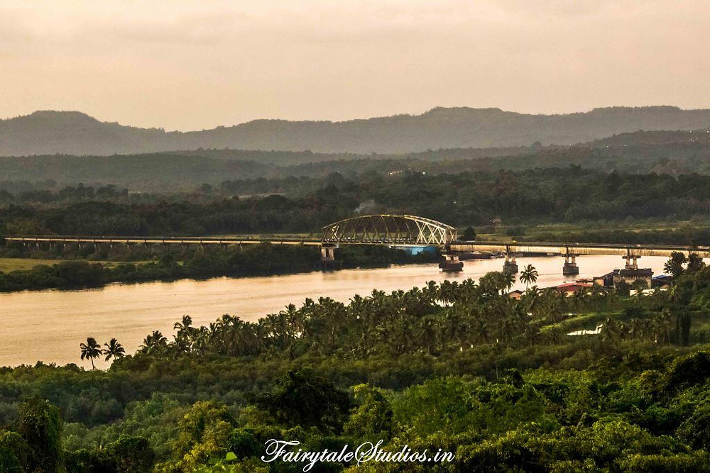 Konkan railway passing through Divar Island in Goa without having a stop here