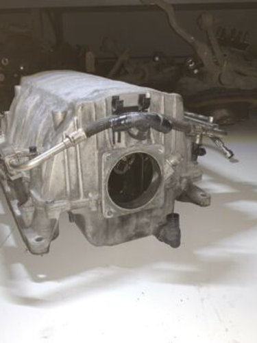 BMW 6 (E63 - E64) 2004 Petrol 245kW Intake manifold 7537882