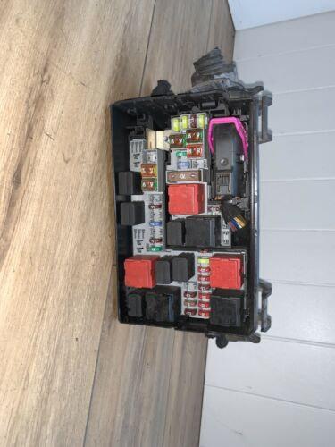 Vauxhall CORSA 1.3 Cdti  2011 UNDER BONNET FUSE BOX