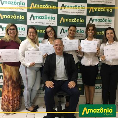 Equipe Comercial da Amazônia Seguros recebe certificado de treinamento Sucesso em Vendas