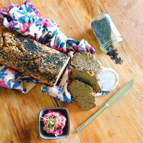 Buchweizen - Saaten Brot und Rote Bete Humus