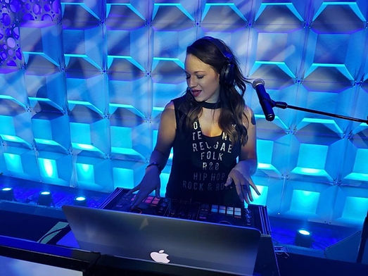 DJ Lindsey Leigh