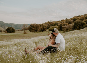 GORGEOUS COUNTRY FLOWER FIELD ENGAGEMENT PHOTOSHOOT