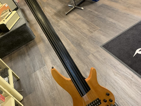Eagle Bass VI Fretless. SÅLD!