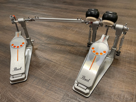 Beg. Pearl P-932 Dubbelpedal.1795:-