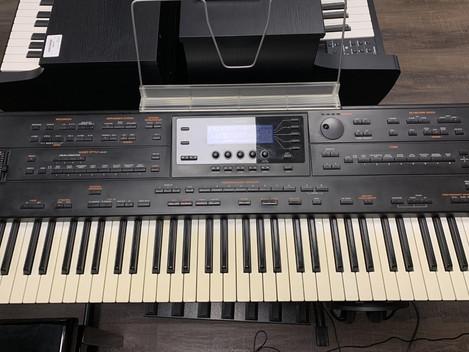 Roland G-800. 2999:-