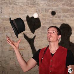 Gustave, jongleur à deux balles