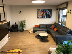 חדר מגורים דופלקס בתל אביב