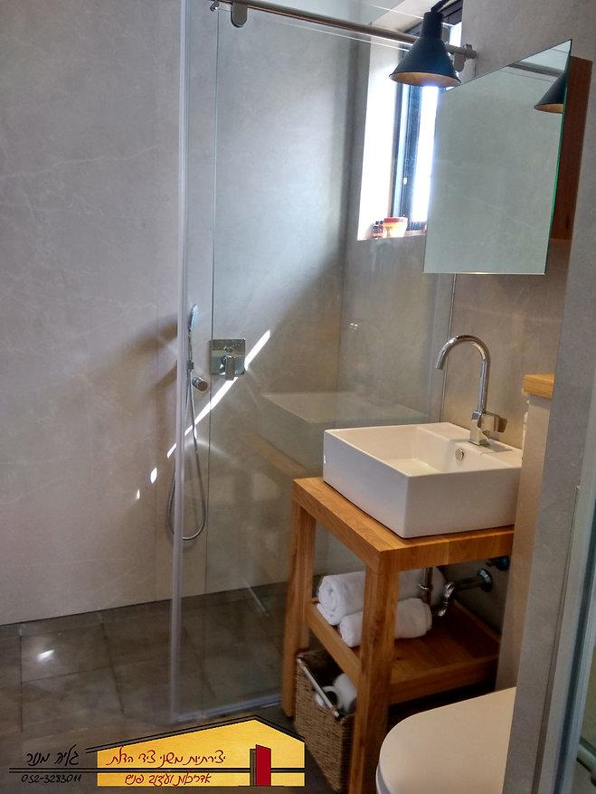 חדר אמבטיה הורים אחרי בית פרטי בחדרה