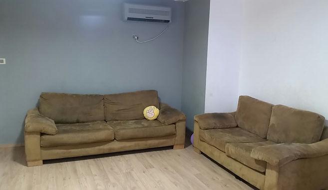 חדרה - פינת טלויזיה לפני  2.jpg