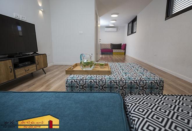 חדר טלויזיה אחרי בית פרטי בחדרה