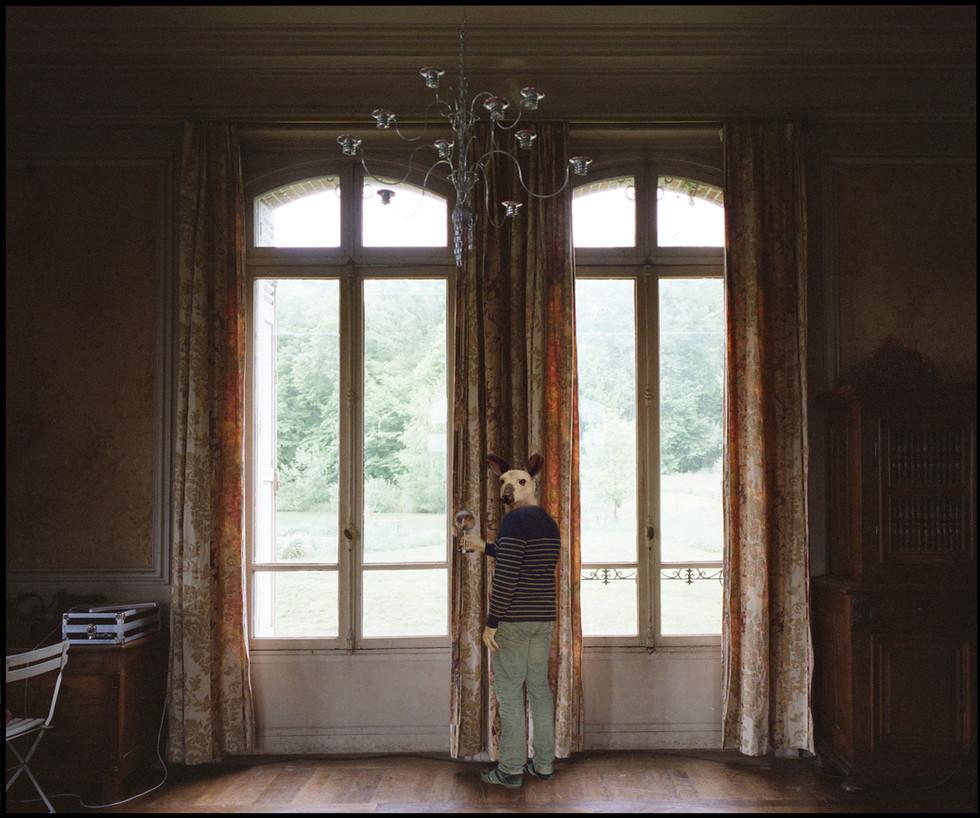 Autoportrait aux rideaux, 2017