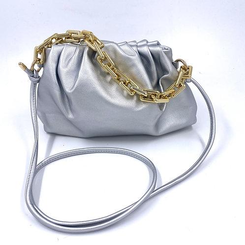 Pochette similpelle Sissy Silver con catena dorata e tracolla vista frontale