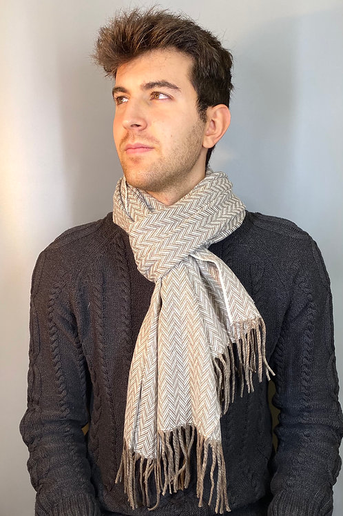 sciarpa uomo disegno classico misto cashmere vista indossato