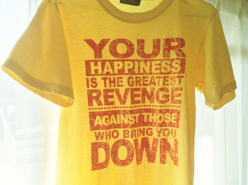 """""""あなたが幸せになることはあなたを不幸にした人たちへの最大の仕返し"""""""