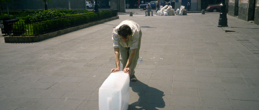 "Francis Alÿs, ""Sometimes making something leads to nothing"", 1997, Mexico city, © Francis Alÿs"