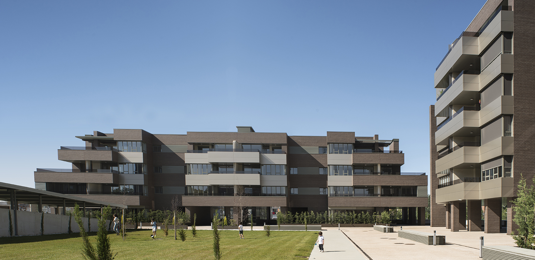 Urbanización con amplios jardines