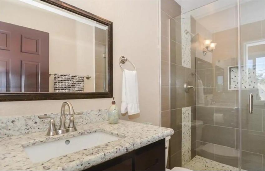 King Ensuite Bathroom & Shower