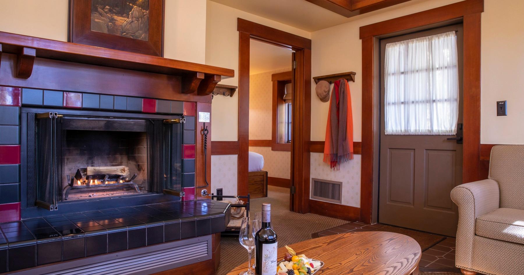 Deluxe Chalet Livingroom.jpg