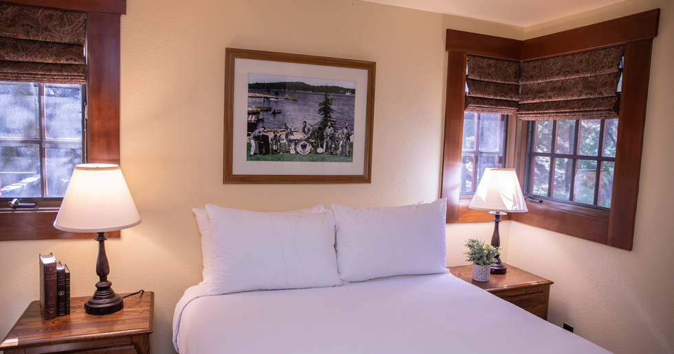 Deluxe Chalet Bedroom 1.jpg
