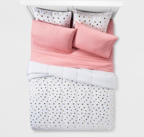 dorm-room-essentials