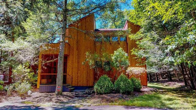 Cedar house in Woodstock, NY