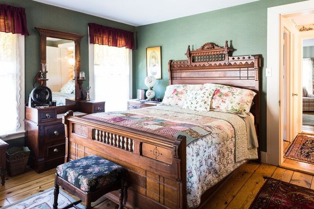 Nehemiah Brainerd House Bed and Breakfast guest room