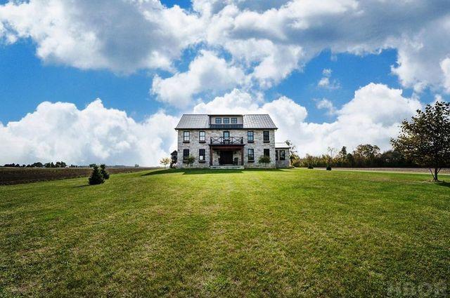 farmhouse in Findlay, OH