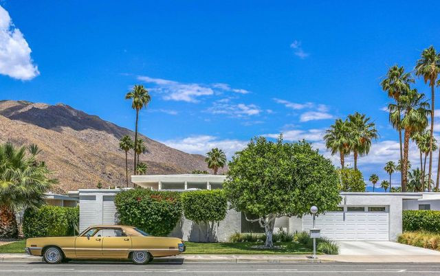 Mid century house in Palm Springs, CA exterior