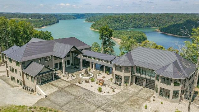 Lakeside estate in Byrdstown, TN