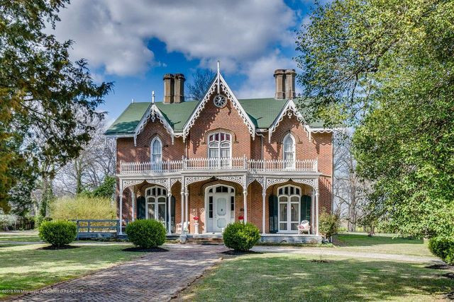 Antebellum house in Holly Springs, MS