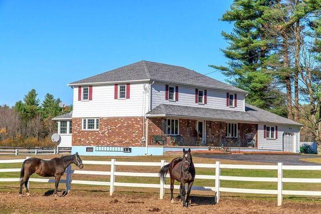exterior equestrian estate in Garnder, MA