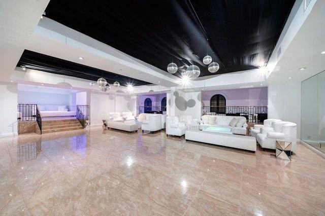 Chic mansion disco