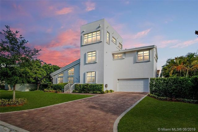 modern home in Coral Gables, FL