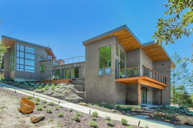 contemporary house in Los Gatos, CA